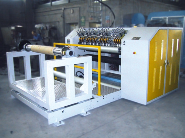 Slitter rewinder for plastic films
